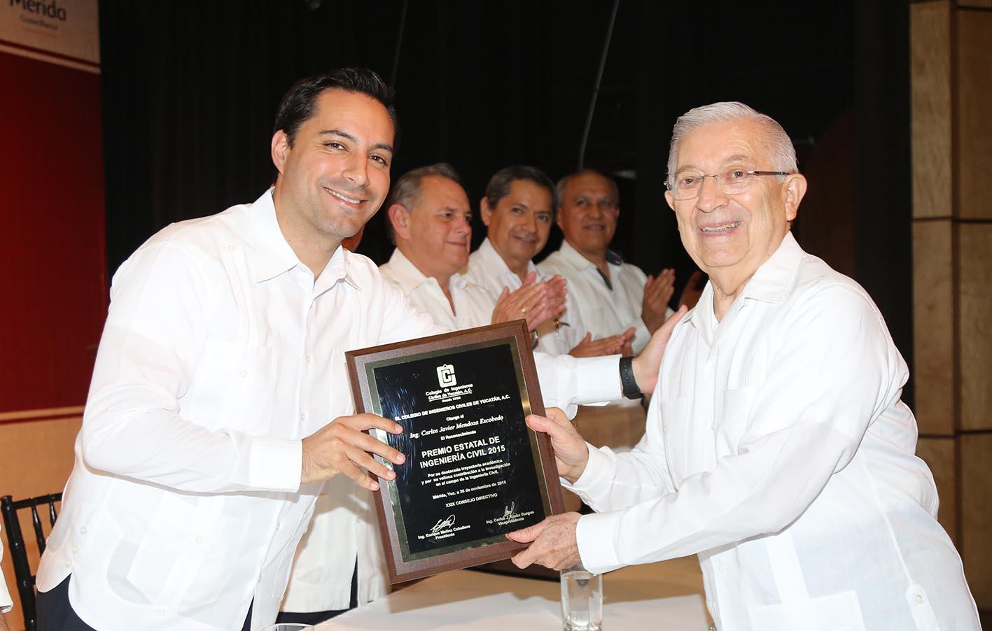 Reconocen a ingenieros civiles en Mérida