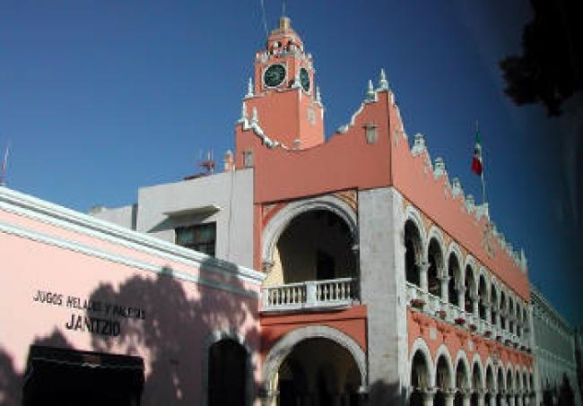 Cambios y enroques en Ayuntamiento de Mérida