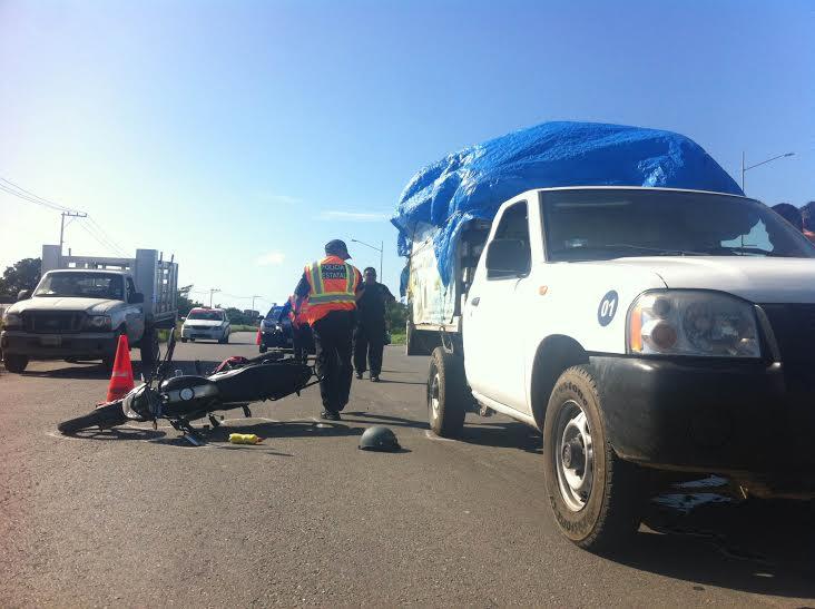 Motociclista atropellado en periférico de Mérida