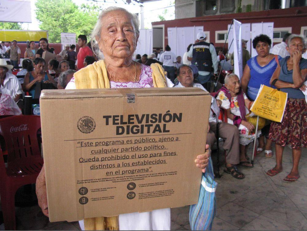 Reparten televisores en Mérida