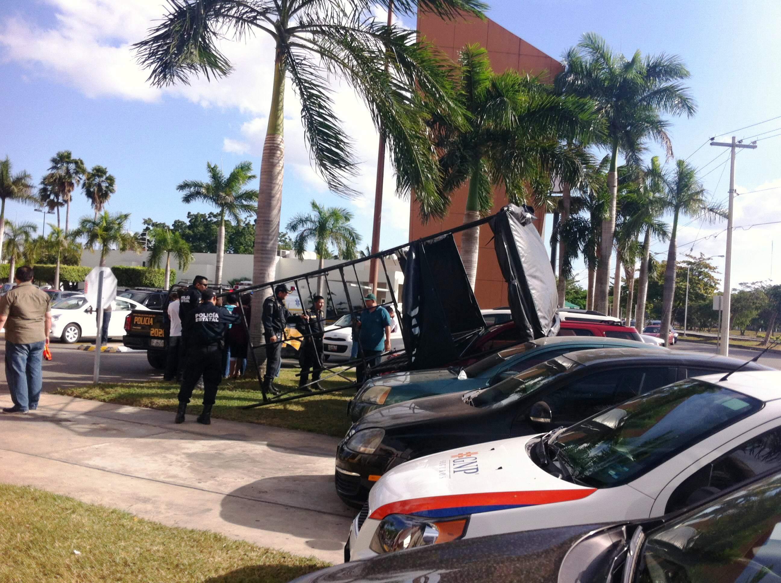 Cae torre de Policía Estatal en Gran Plaza Mérida