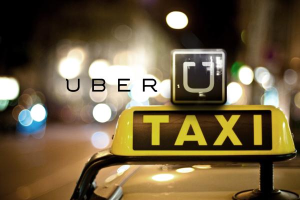 Bebé nace en taxi de Uber, madre lo nombra como la compañía
