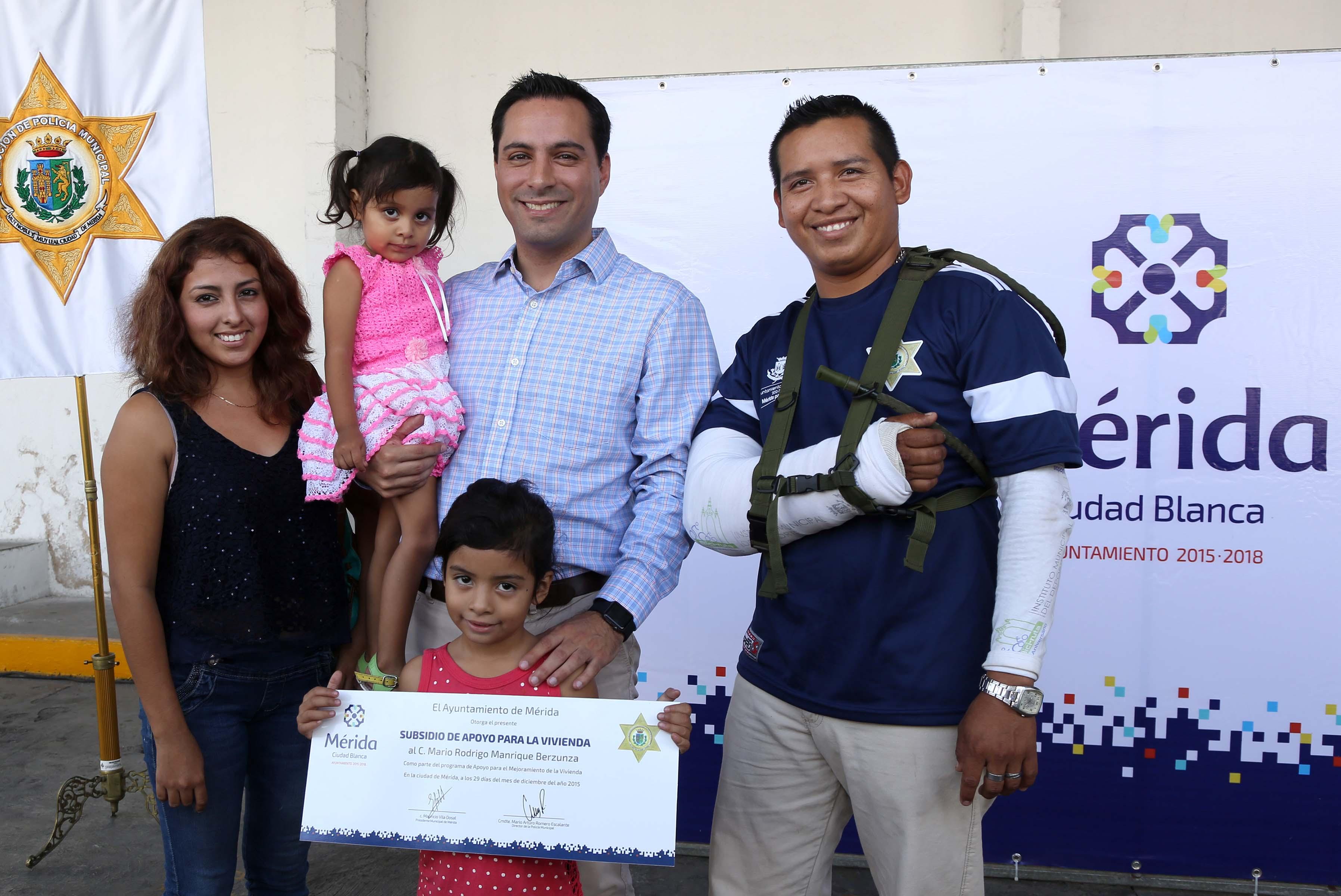 Apoyos para mejoramiento de vivienda a policías municipales de Mérida