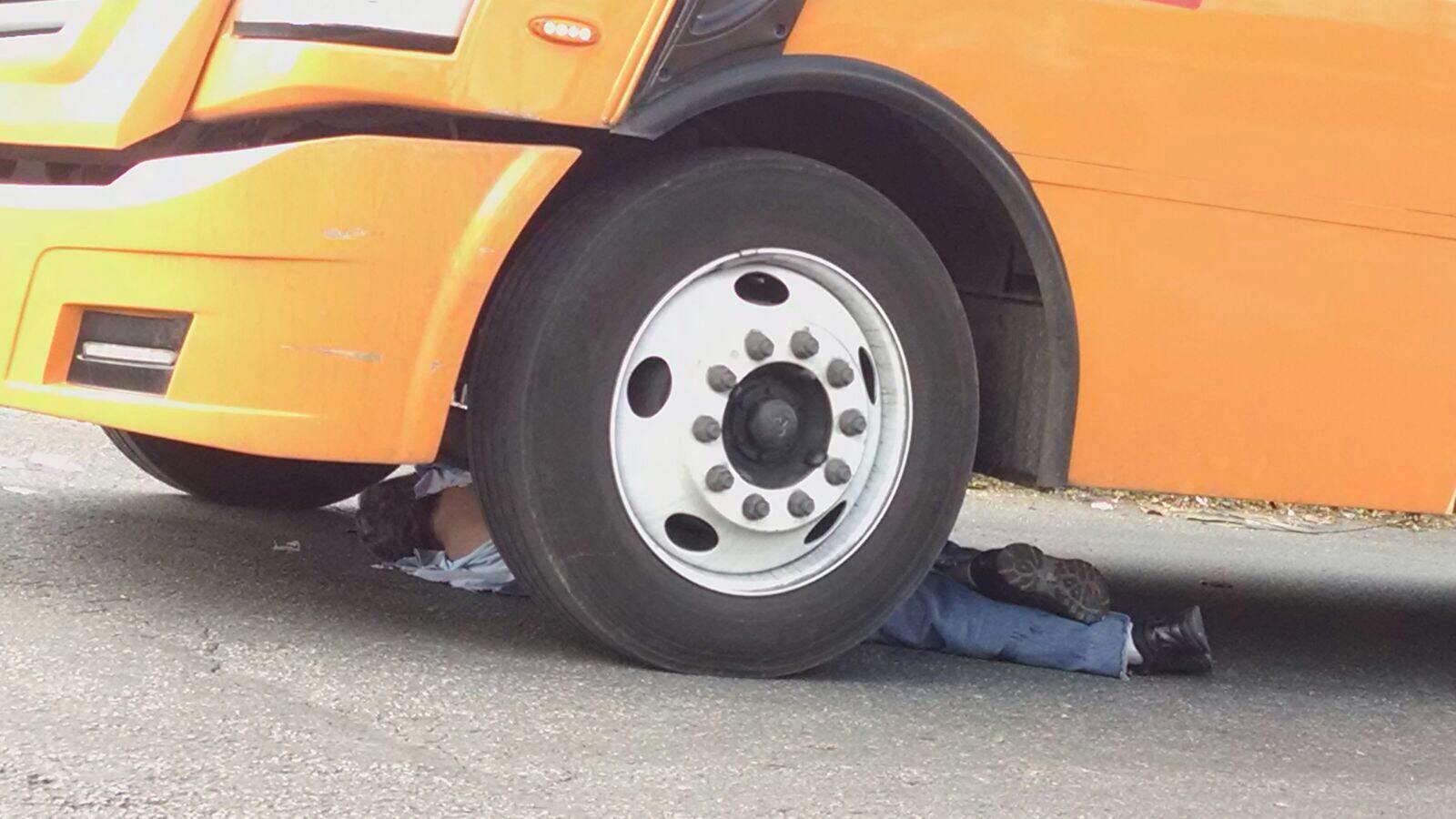 Fallece arrollado por autobús