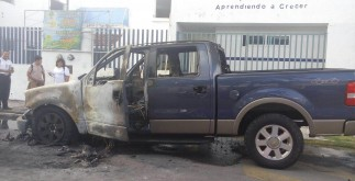 camioneta_llamas