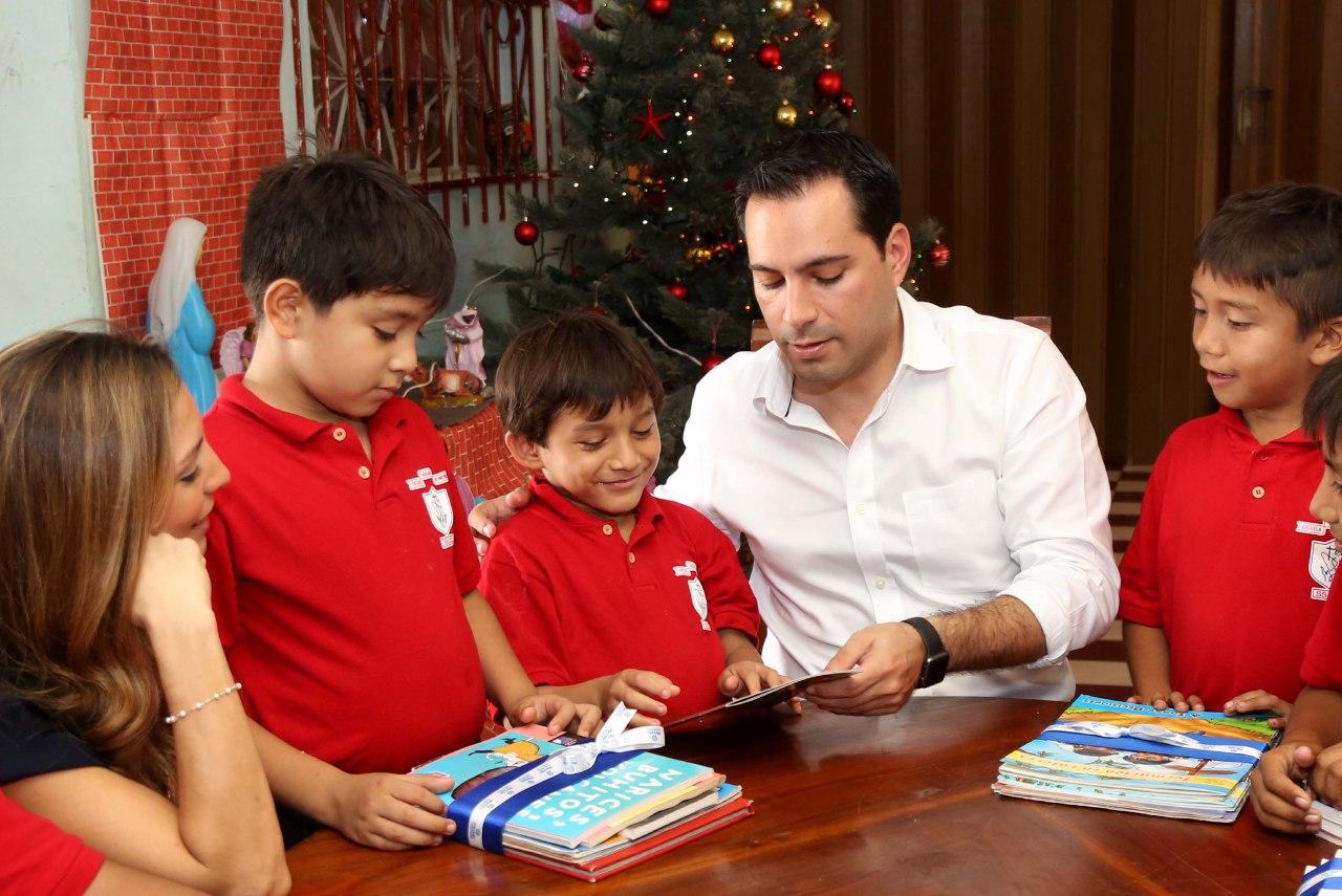 Alcalde de Mérida y esposa conviven con niños de albergue