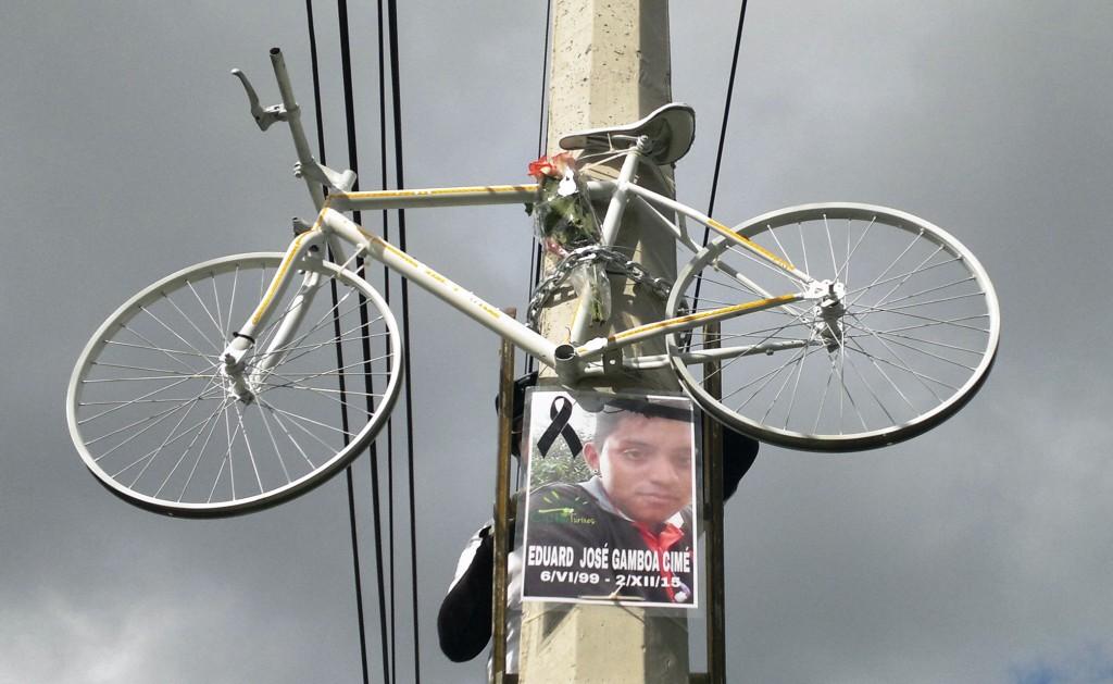 Bici Blanca en memoria de ciclista atropellado en carretera Mérida-Cancún