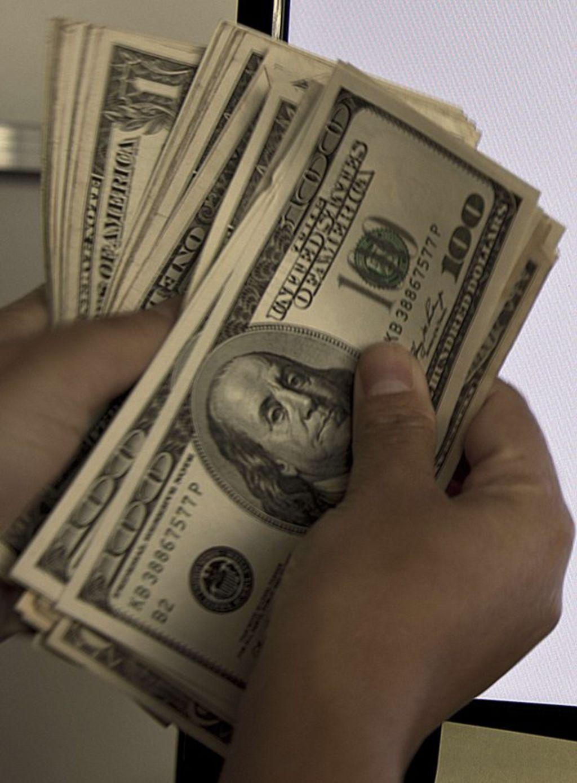 Dólar se eleva a 19.45 pesos tras incertidumbre por 'Brexit'