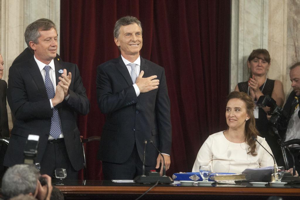 Jura Mauricio Macri como nuevo presidente de Argentina