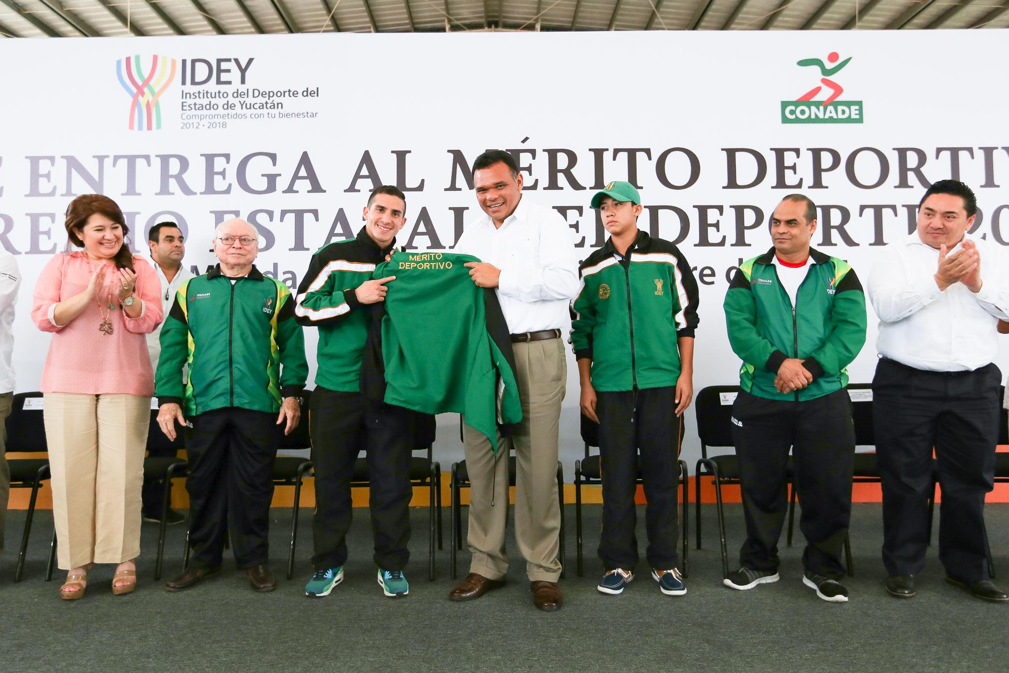 Entregan Mérito Deportivo yucateco y Premio Estatal del Deporte