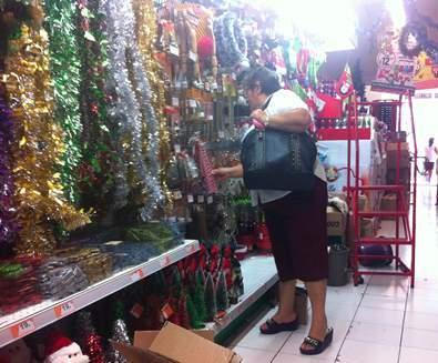 Vigilancia especial en venta de artículos navideños