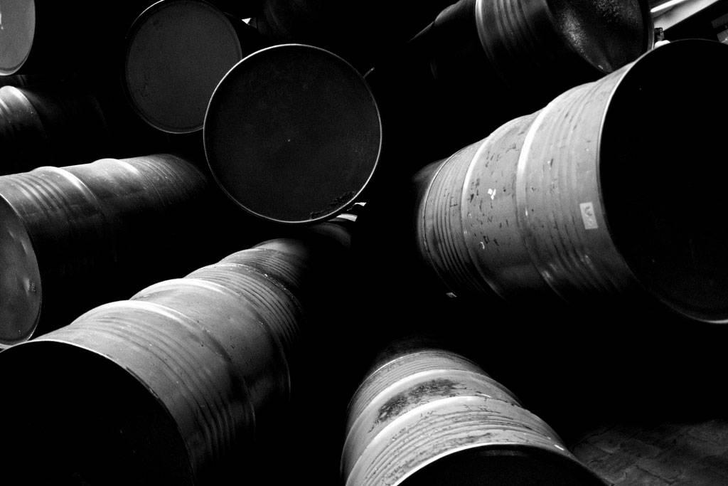 Ingresos petroleros caen 38% en 2015