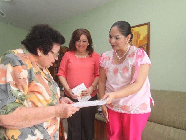 Notifican reconocimiento a maestra Effy Luz Vázquez López
