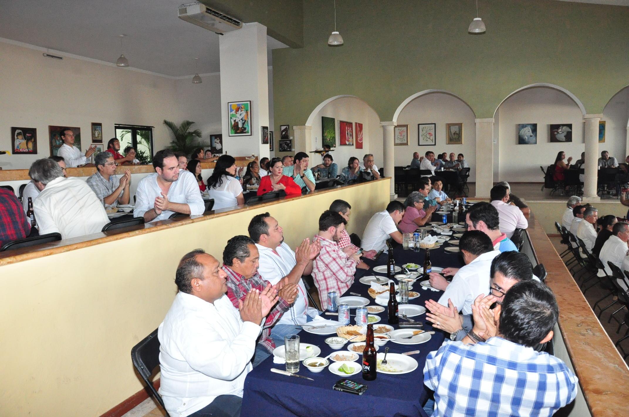 """Mantienen restauranteros """"buena mesa"""", pese a crisis"""