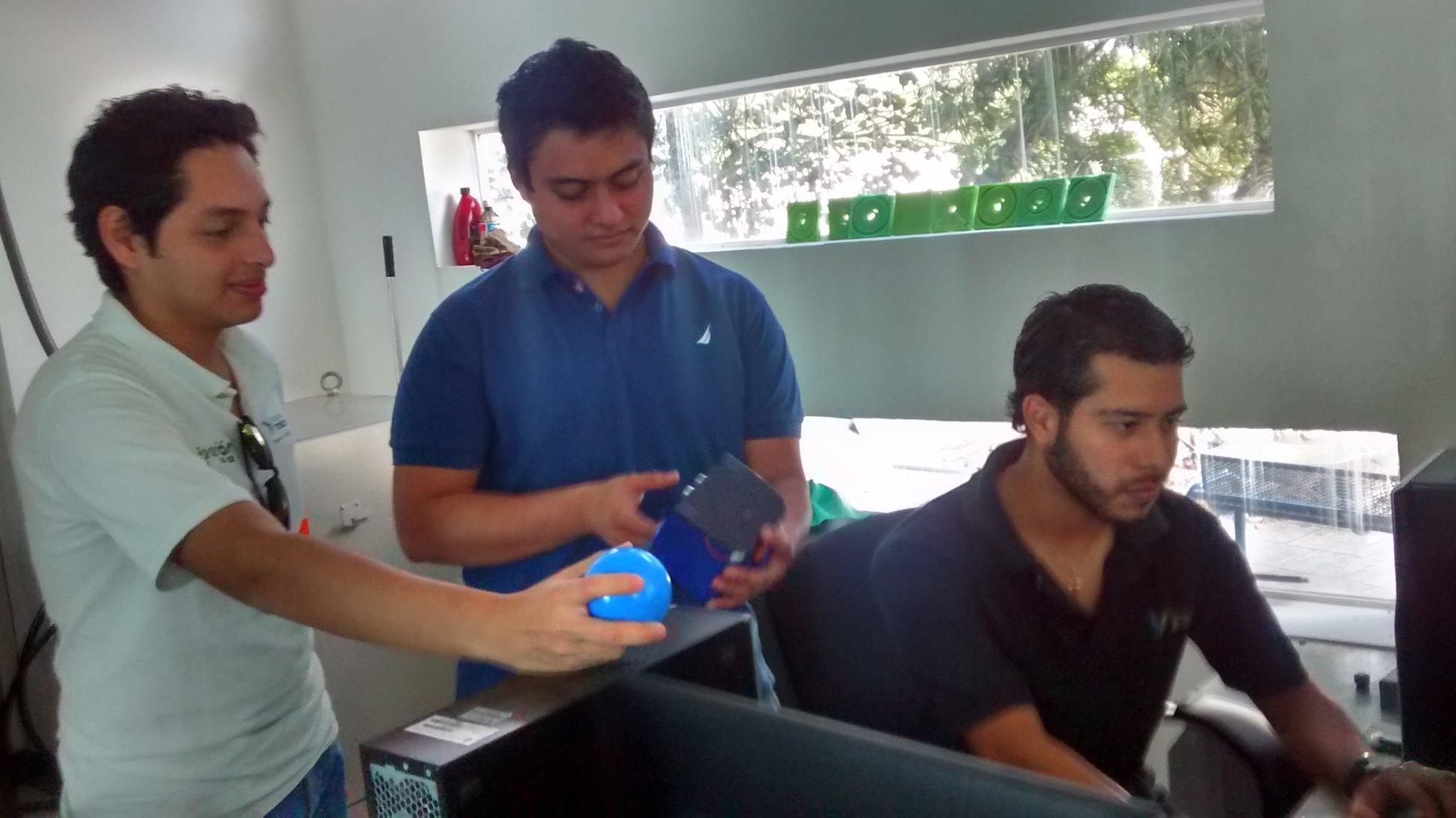 Estudiantes yucatecos reciben premio de robótica