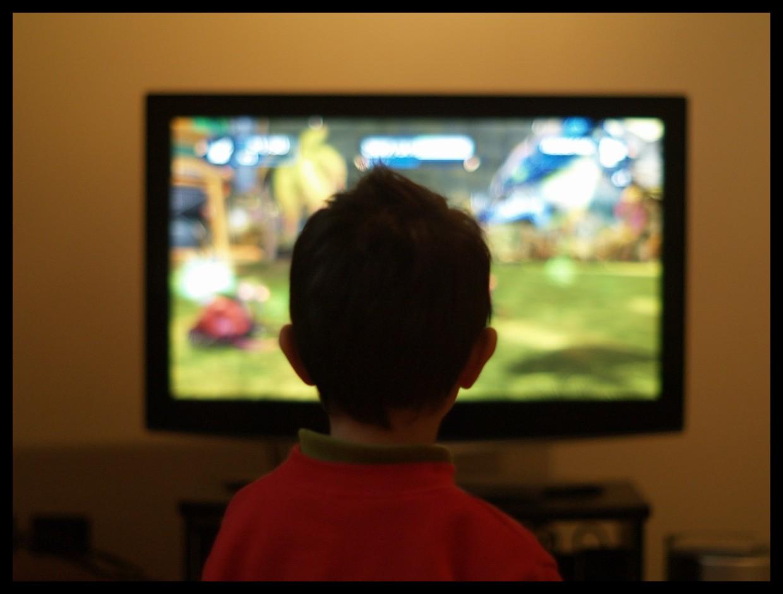 Mucha TV podría provocar problemas cerebrales: Estudio