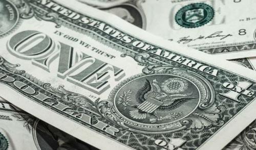Dólar supera los 18 pesos en el AICM