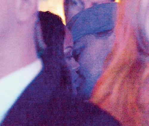 Se besan Rihanna y DiCaprio