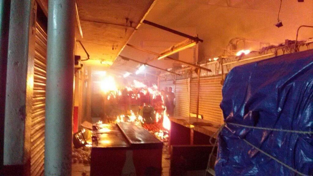 Estrena año Mérida con incendio en mercado público