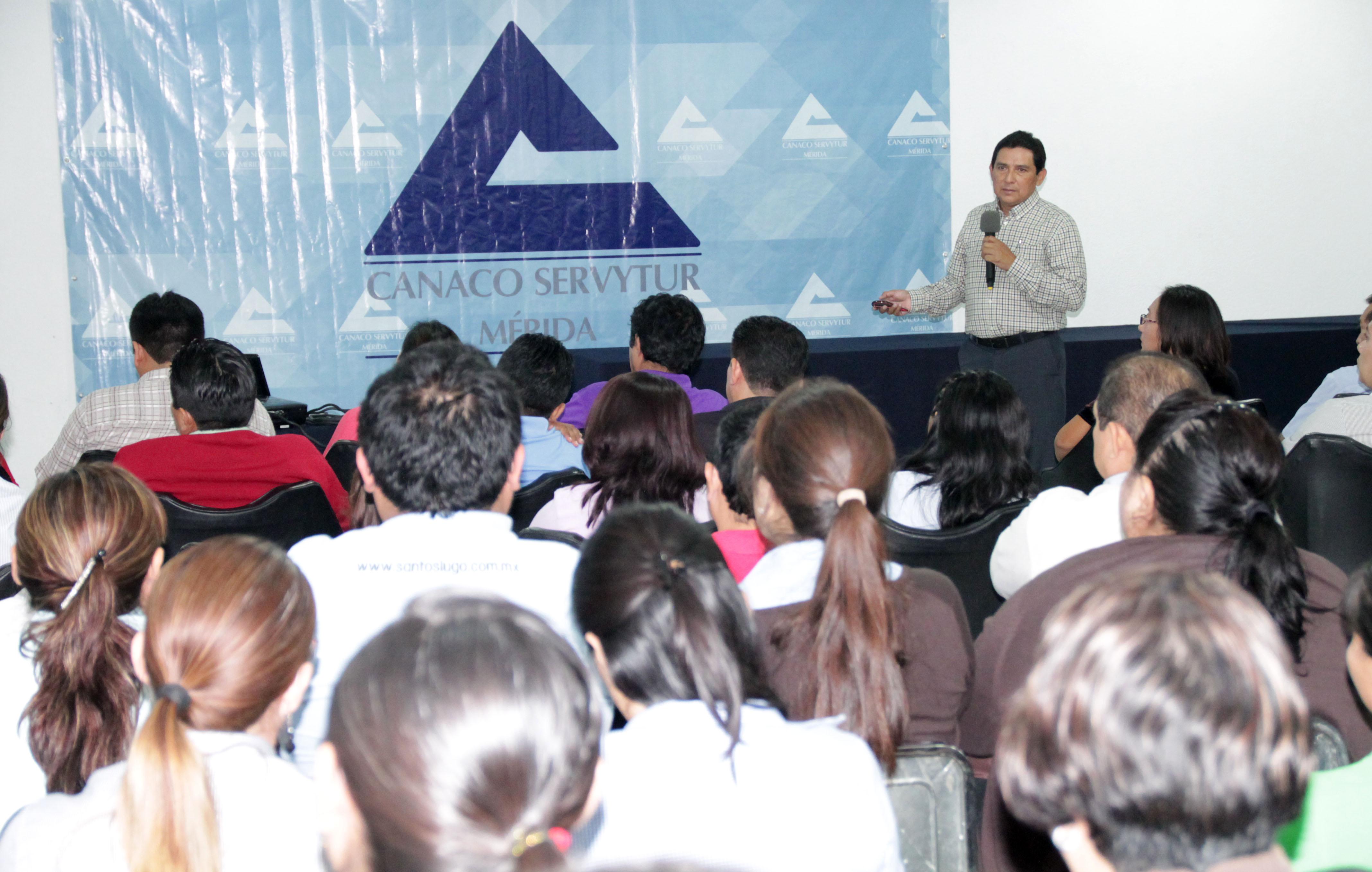 Inicia ciclo de pláticas del SAT en Canaco Mérida