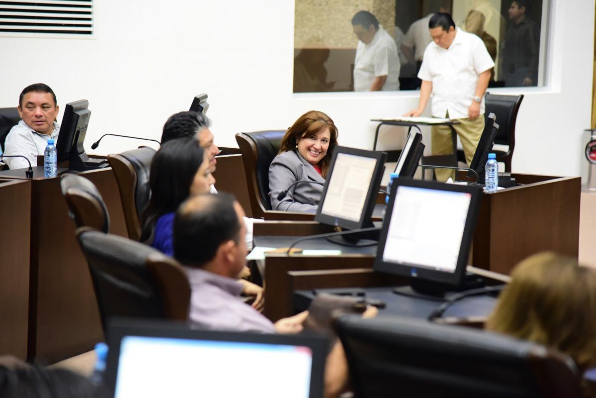 Fiscalía exhibe a diputados priistas.- Zavala Peniche
