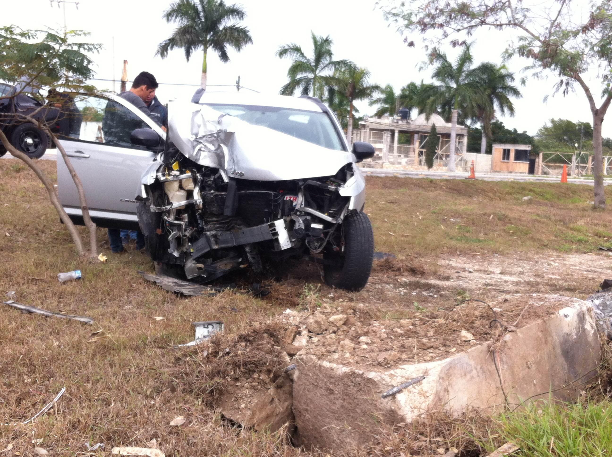 Duerme conductor designado y chocan en el Periférico de Mérida