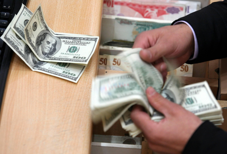 Alza al dólar beneficia a remesas de Estados Unidos a México