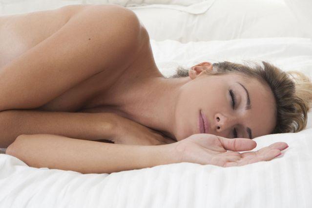 ¿Por qué humanos necesitamos menos sueño que otros primates?