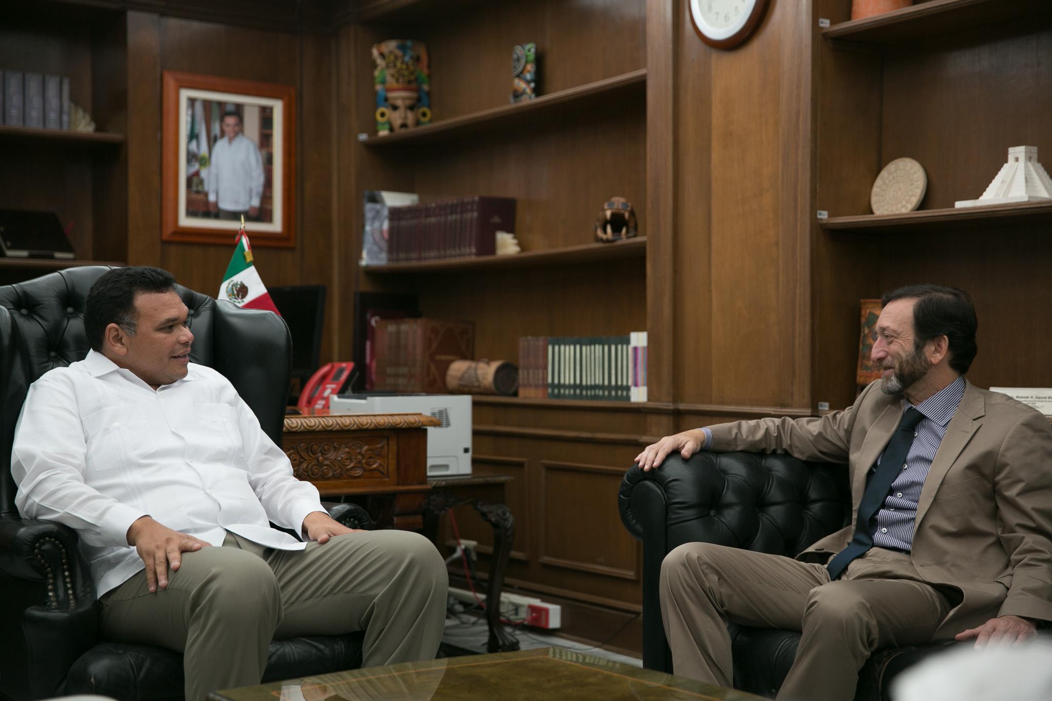 Embajador de Alemania visita Palacio de Gobierno Yucatán