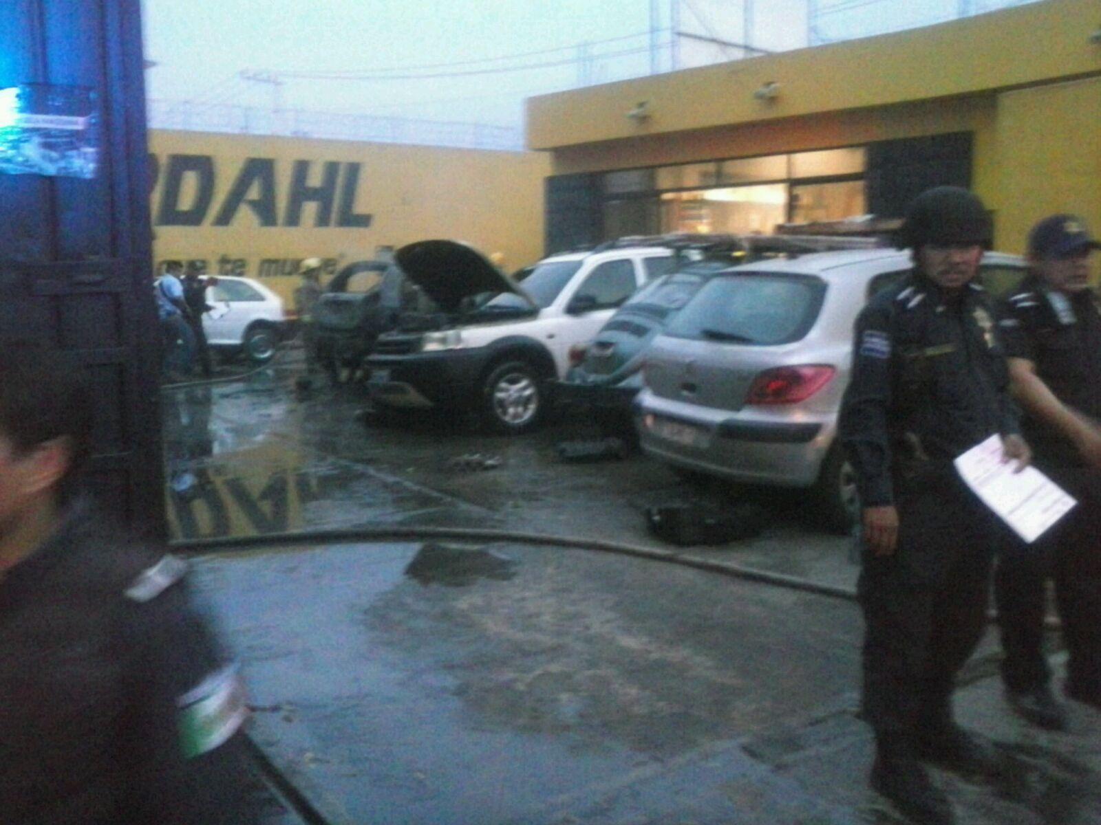 Incendio en taller deja daños por más de 500 mil pesos