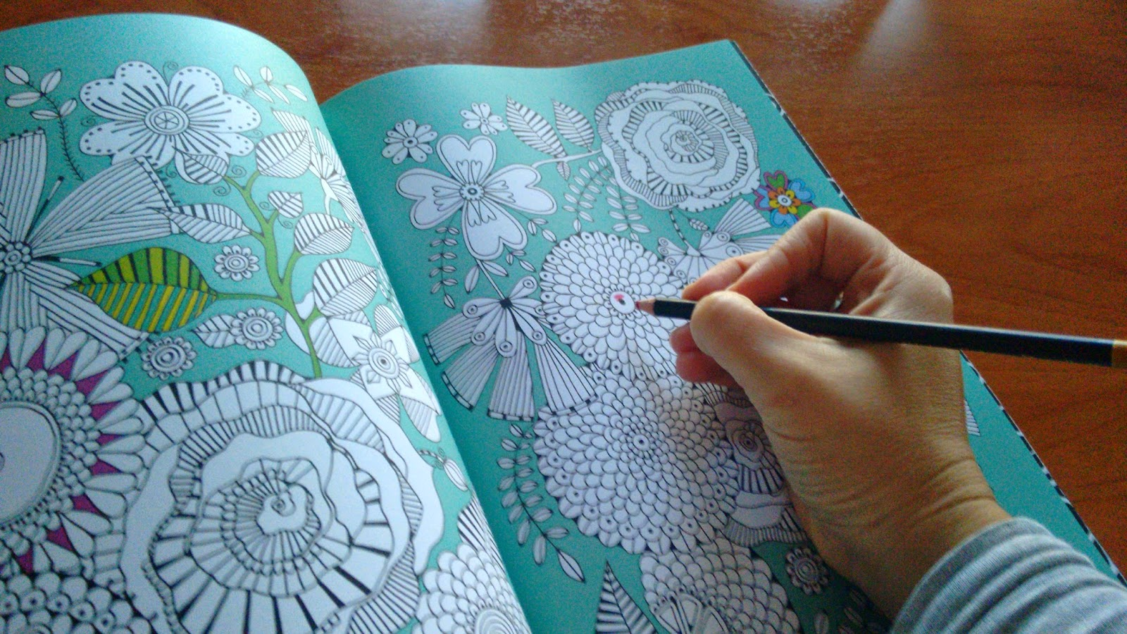 Libros para colorear como terapia antiestrés para adultos | LectorMx