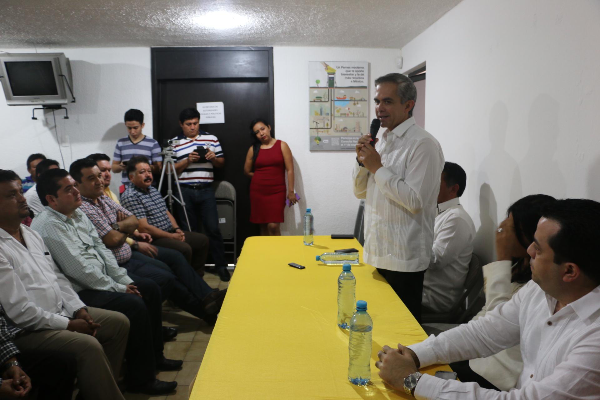 Mancera se reunió con perredistas de Yucatán