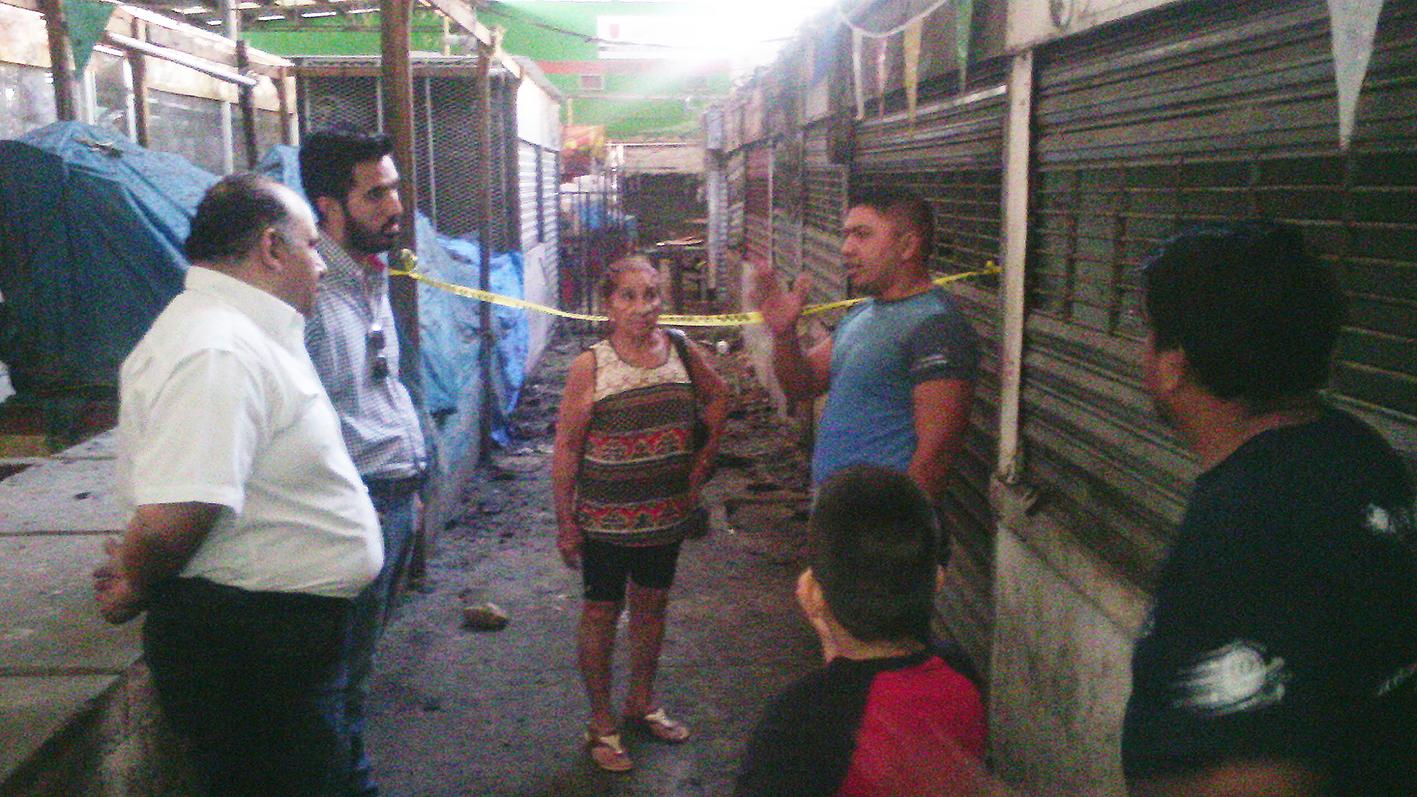 Atienden a afectados por incendio en mercado Lucas de Gálvez