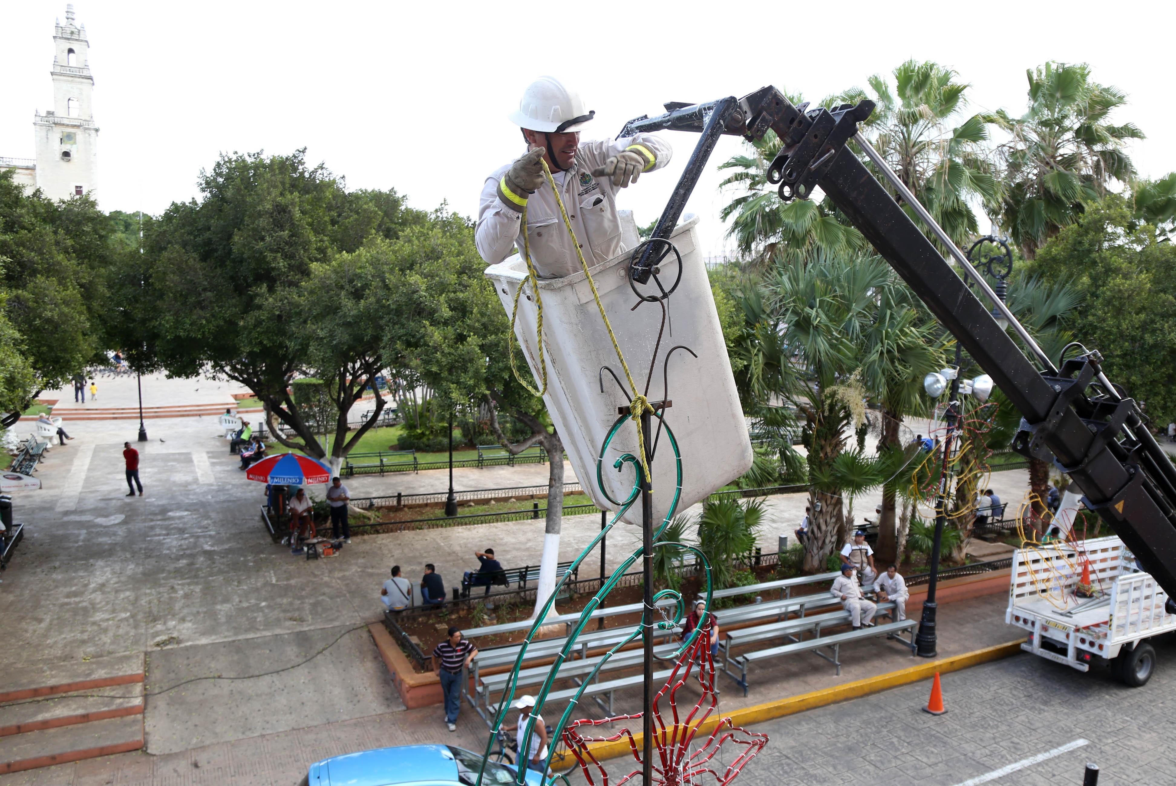 Retiran adornos navideños de calles de Mérida