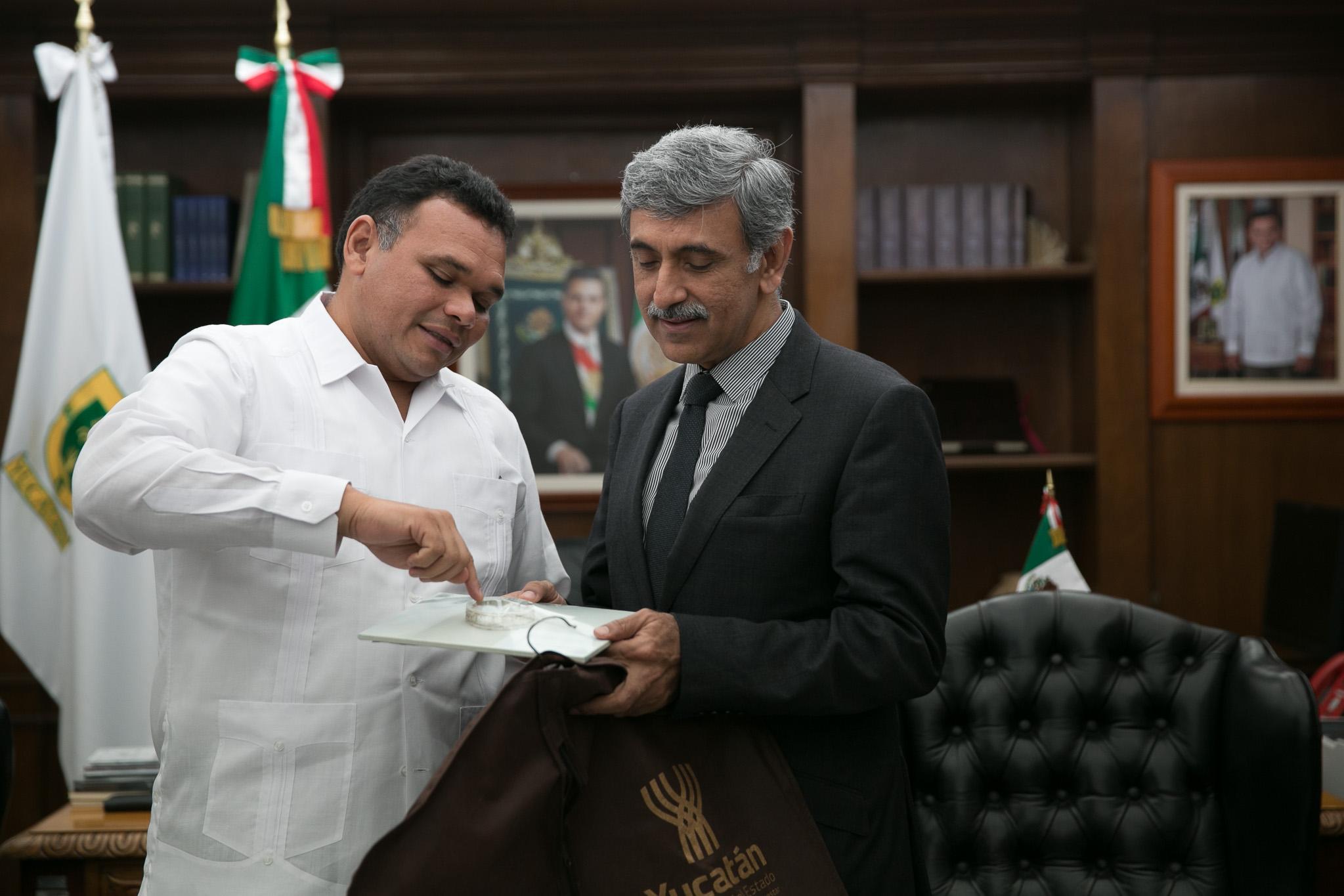 Embajador de Pakistán se reúne con Rolando Zapata