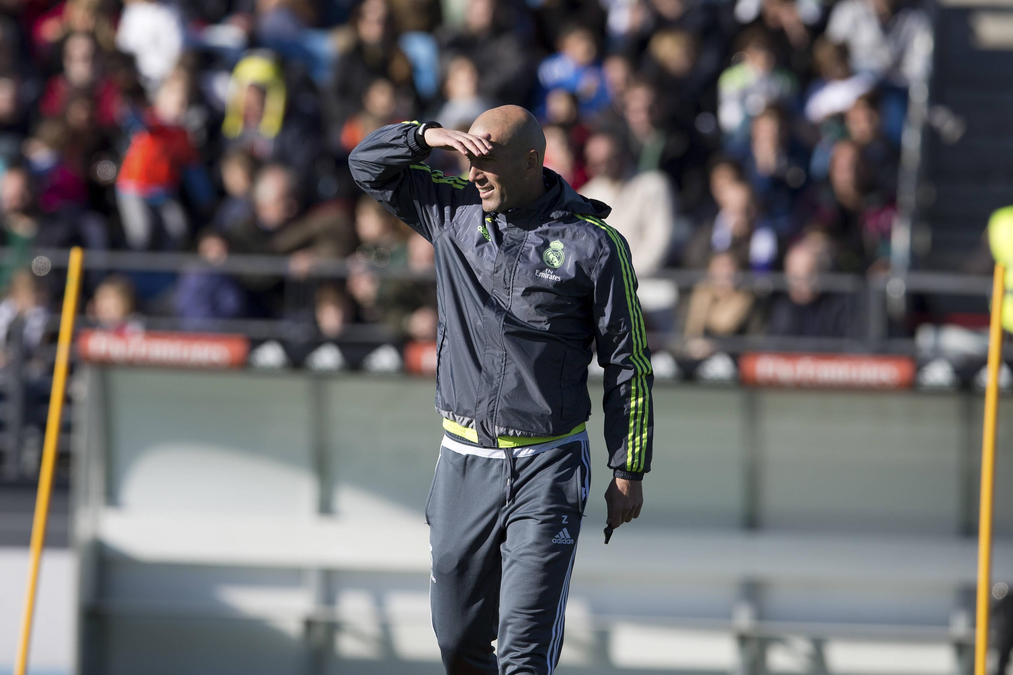 Zidane ilusiona al madridismo en su primer entrenamiento