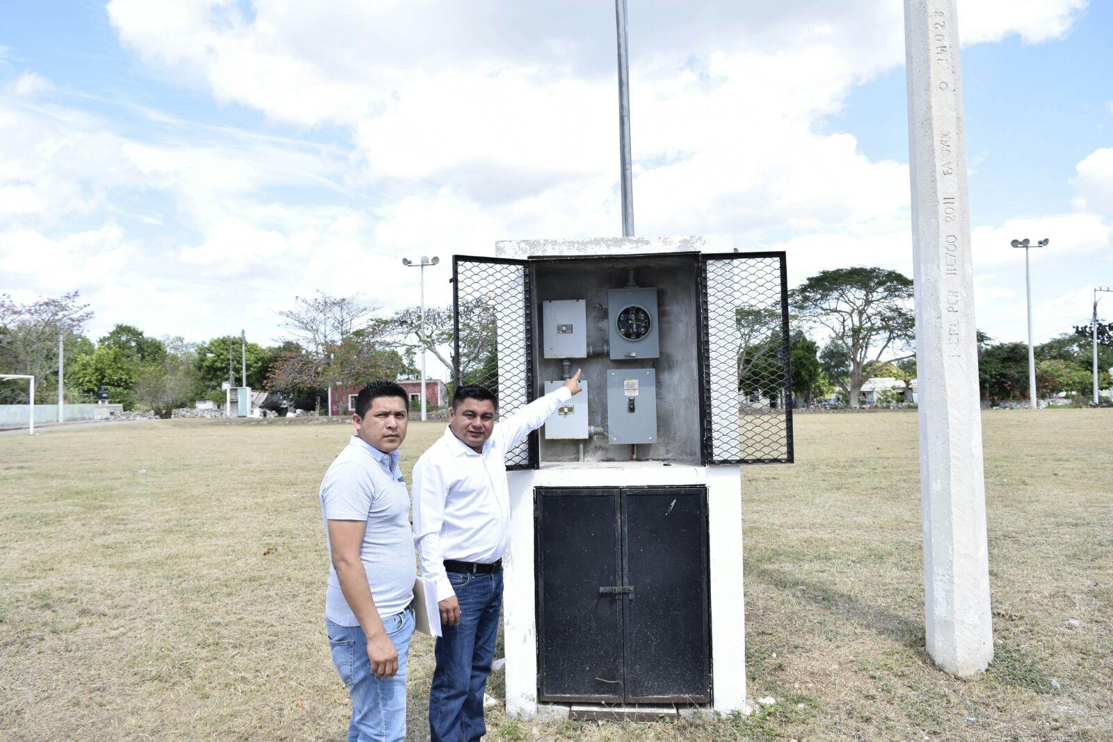 Exige CFE pago de consumo a campo deportivo sin electricidad