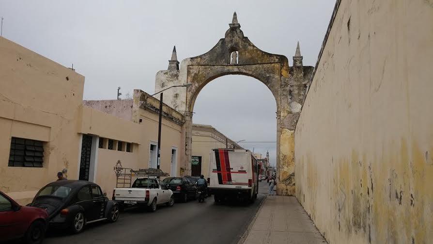 Exhiben deterioro de Arco en Centro Histórico de Mérida