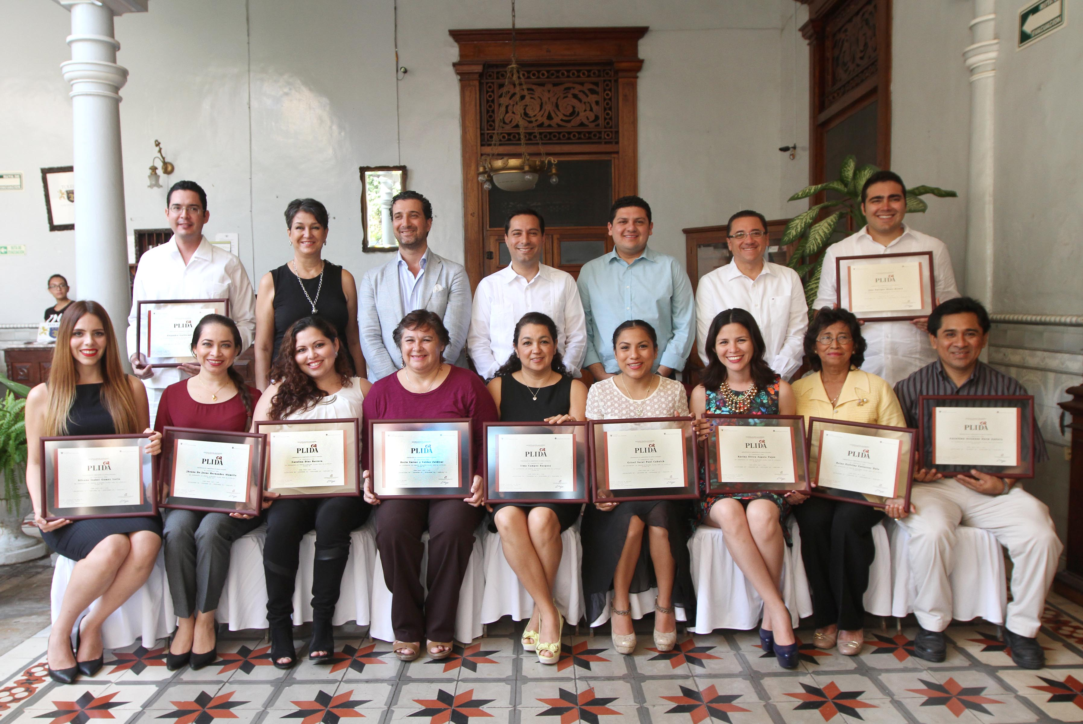 Entregan certificados de lengua italiana a operadores turísticos de Mérida