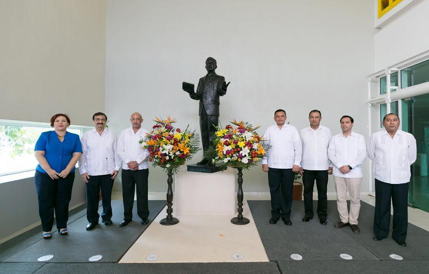 Celebran 94 años de fundación de la UADY