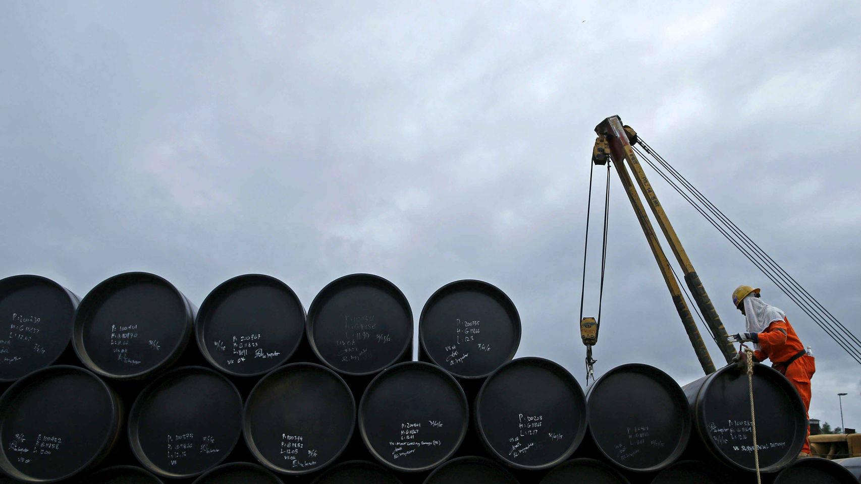 Sube precio del petróleo sube tras caída en industria de EU