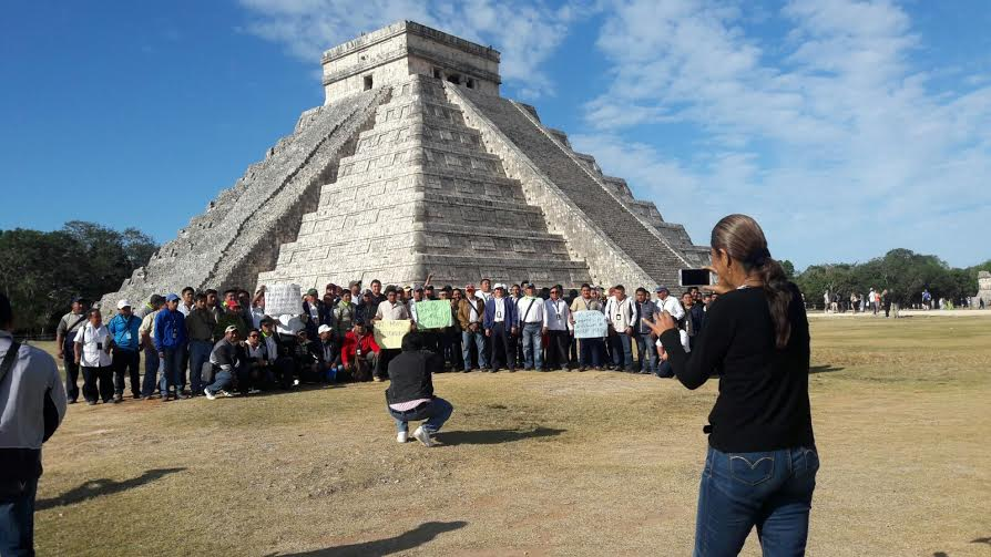 En rebeldía guías de turistas en Chichén Itzá
