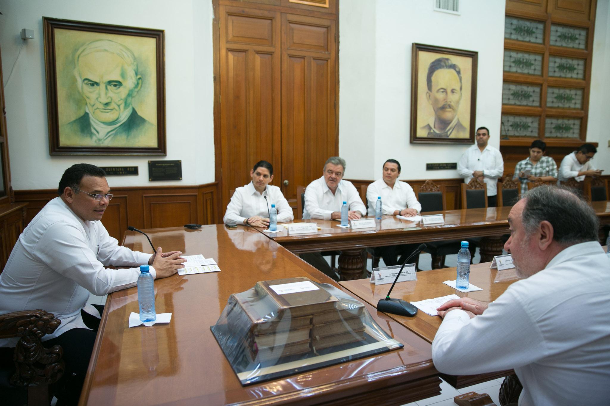 Dona Gobierno Yucatán acervo bibliográfico a Rusia