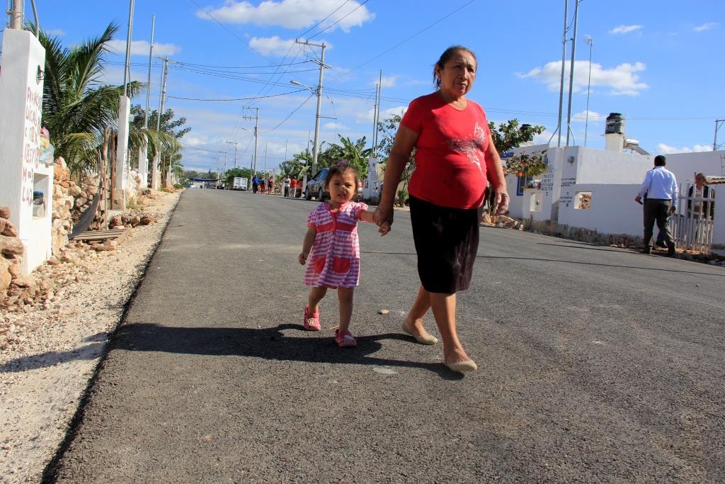 Obras viales y acciones de vivienda en La Mielera