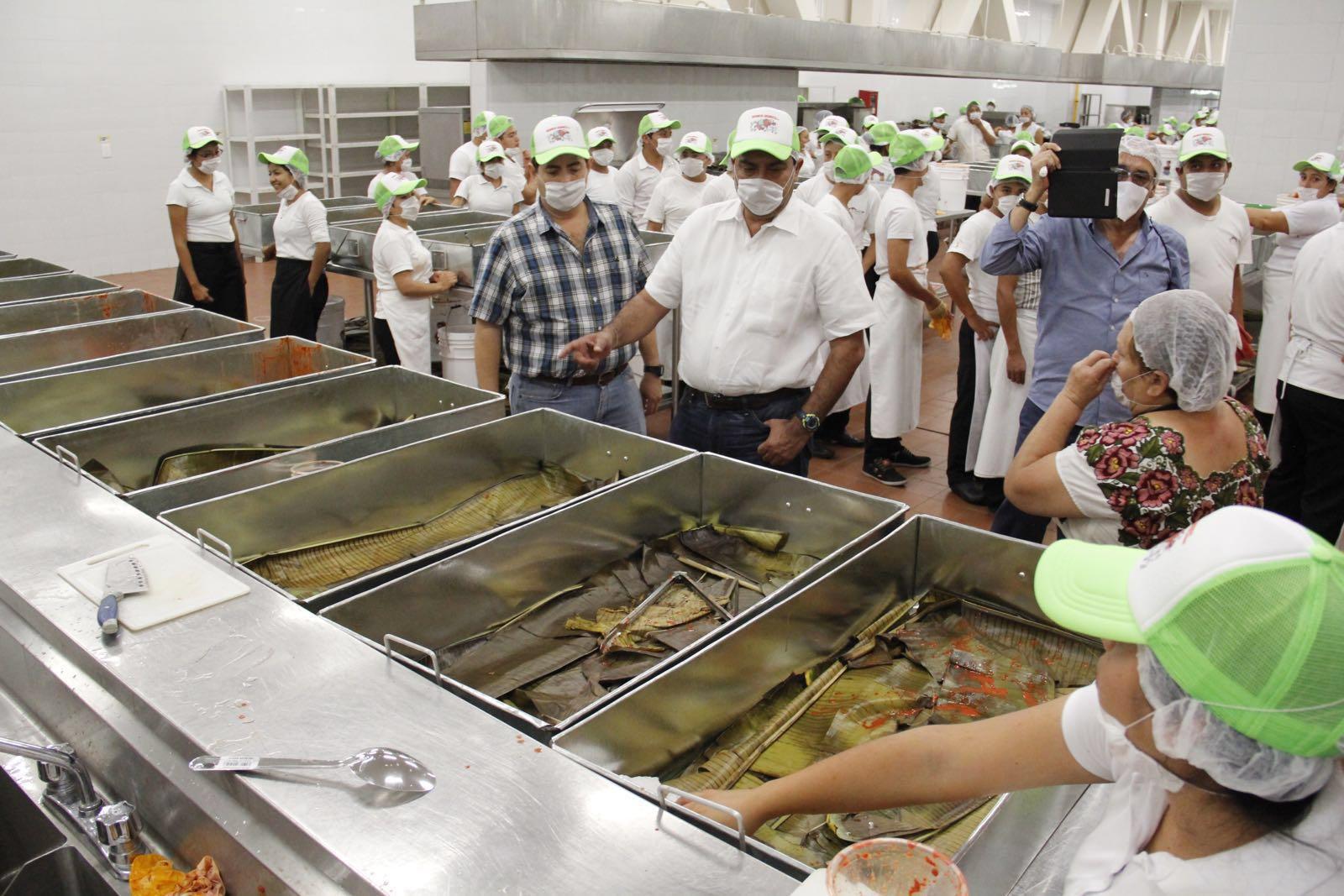 """Cocinan la """"cochinita pibil"""" más grande del mundo"""