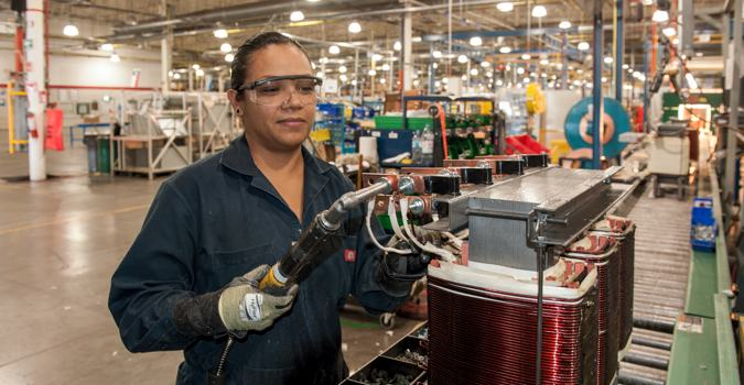 Trabajan más las mujeres que los hombres en México