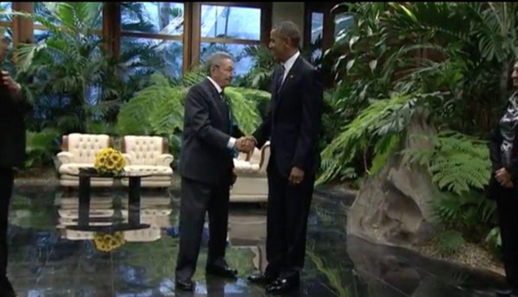 Recibe Raúl Castro a Obama en Palacio de la Revolución