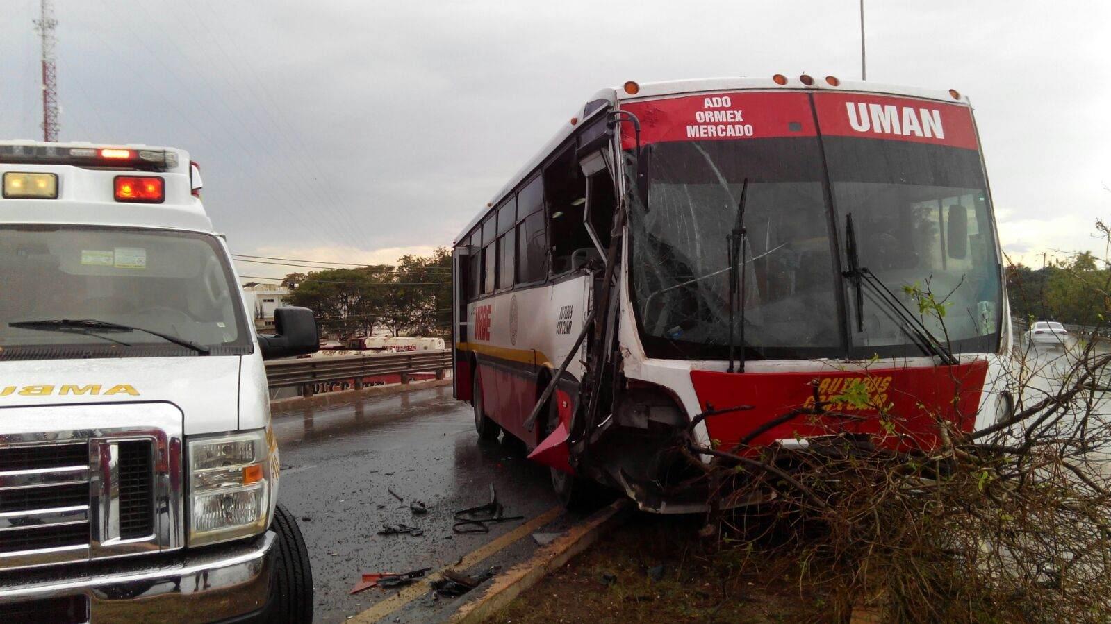 Pipa de Pemex ocasiona accidente en la Mérida-Umán