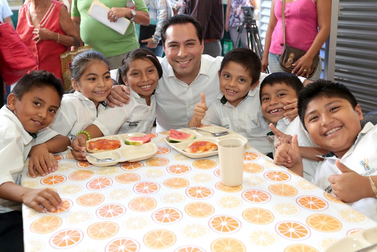 Mauricio Vila entrega cuarto comedor escolar