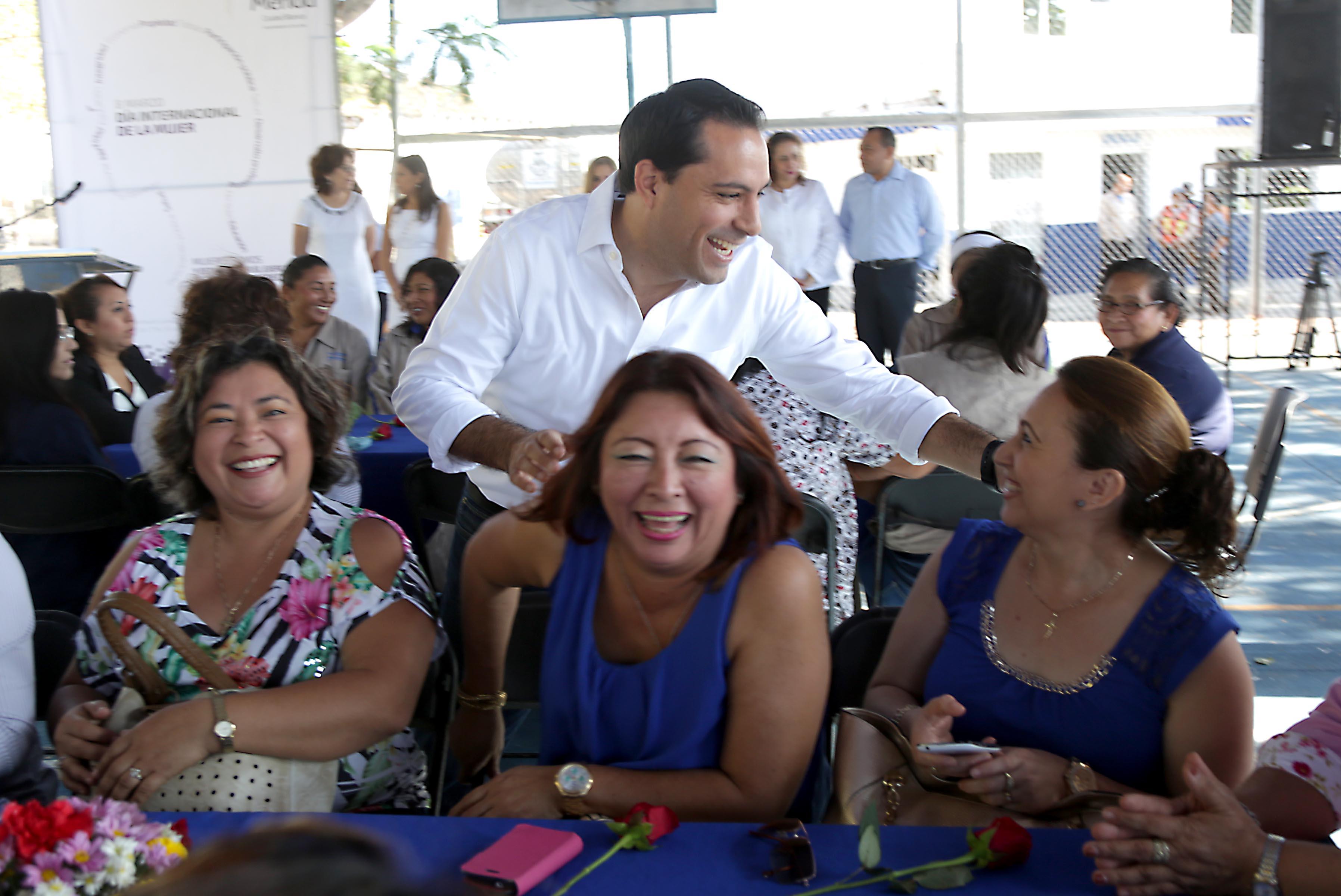 Reconocen en Mérida labor de trabajadoras municipales